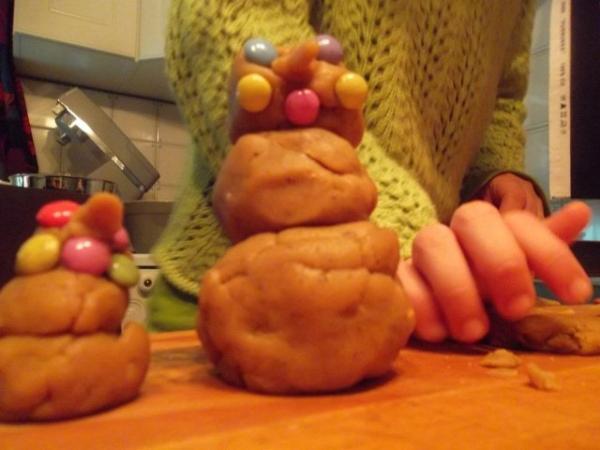 piparkakkutaikina-lumiukot