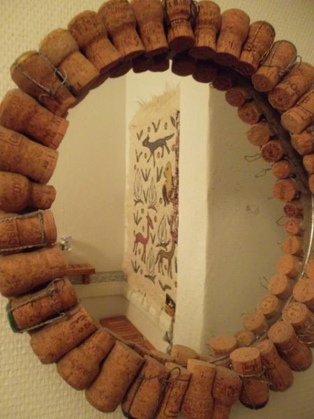 kuohuviinipullonkorkeista-peilinkehys