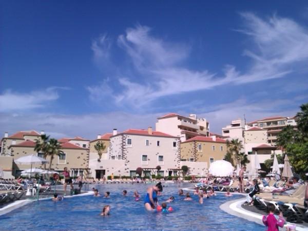 hotellin-uima-allas-yleiskuva (640x480)