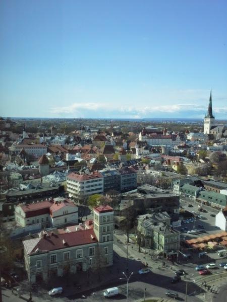 näkymä-tallinnan-vanhaankaupunkiin-kgb-museosta